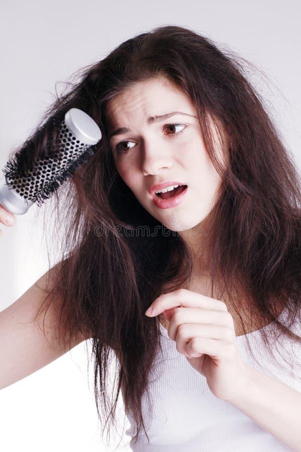 проблемы hairbrush волос девушки стоковые изображения rf