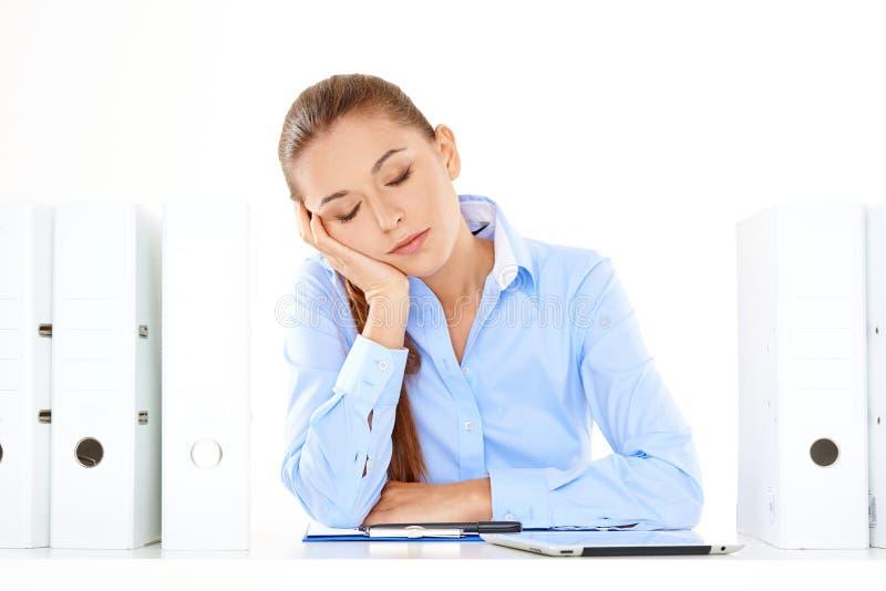 Пробуренная или утомленная коммерсантка принимая ворсину стоковые фото