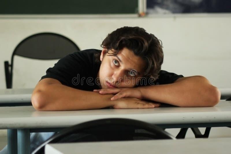 Пробуренные студент или молодой человек стоковое изображение rf