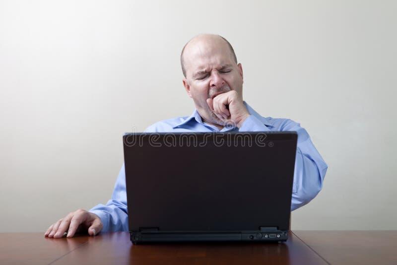 пробуренный бизнесмен зевая стоковая фотография rf