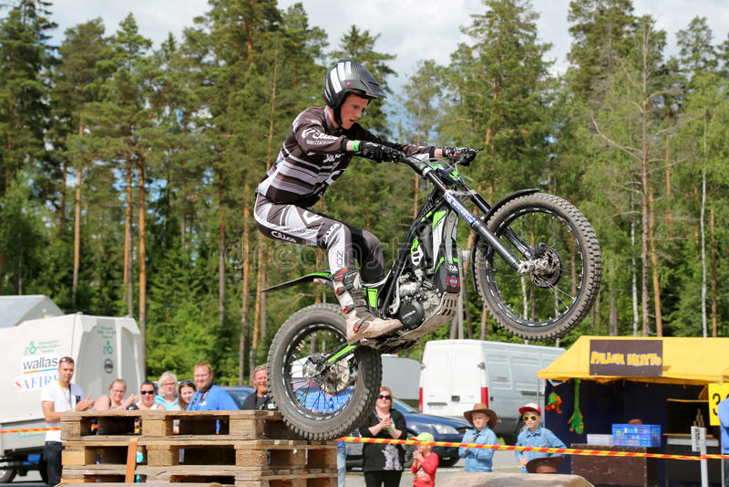 Download Пробы мотоцикла Timo Myohanen Редакционное Фото - изображение насчитывающей свет, arel: 41654116