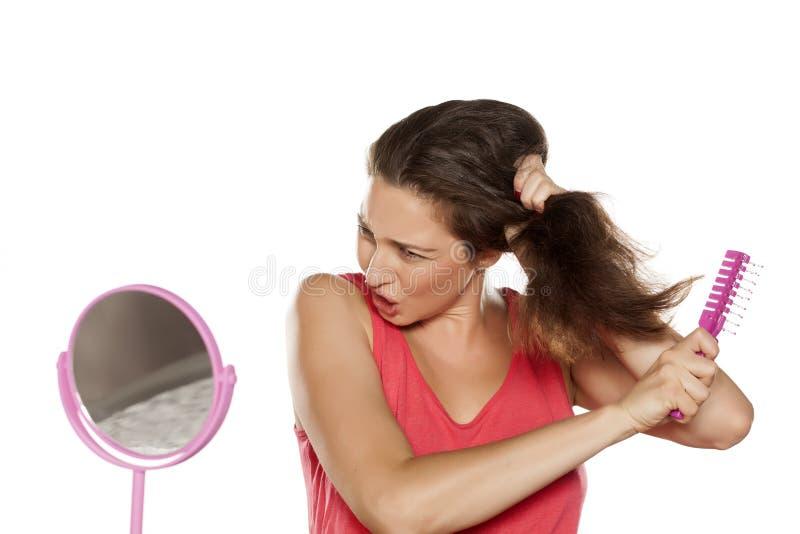 Проблема волос чистя щеткой стоковые изображения