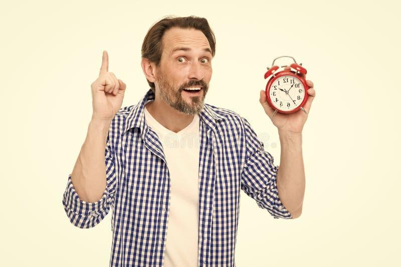 Проверите вверх по времени Измерение хронометрирования и времени Зрелый timekeeper с сетноыми-аналогов часами указывая палец ввер стоковые фото