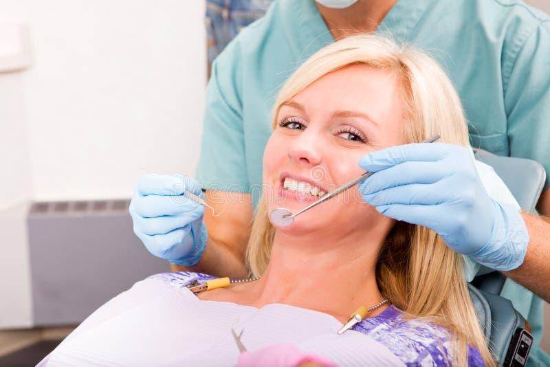 проверите зубоврачебное поднимающее вверх стоковая фотография