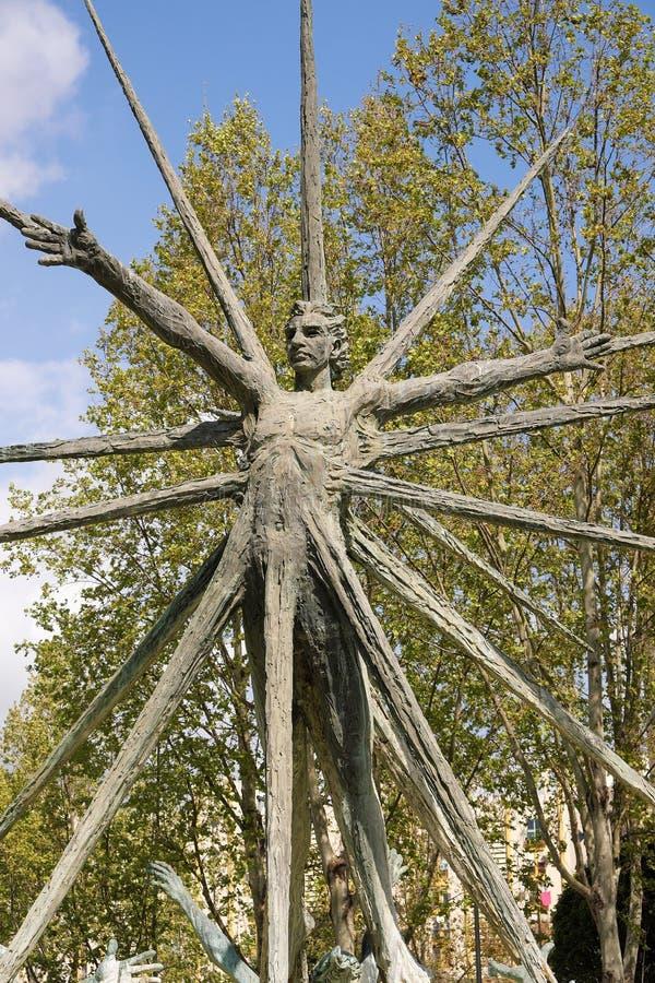 Провинция Марбельи, Малага, Испания - 18-ое марта 2019: современный памятник статуи к Габриэль Лиме расположенному на ротонду Gab стоковая фотография rf