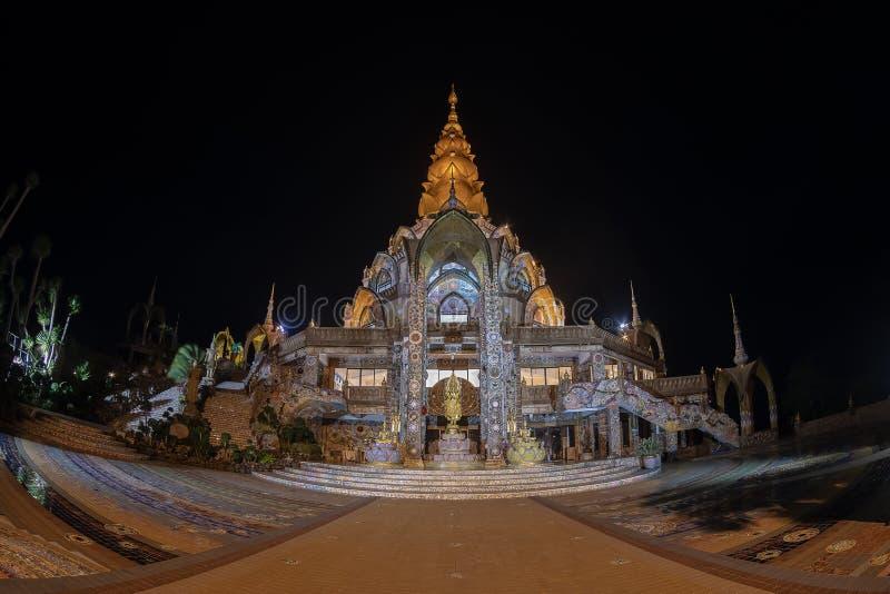 Провинция Phetchabun, Таиланд-июль 27,2018, день Asahabucha в освещении виска Phasonkhew wat буддизма открытом все место для lo л стоковая фотография