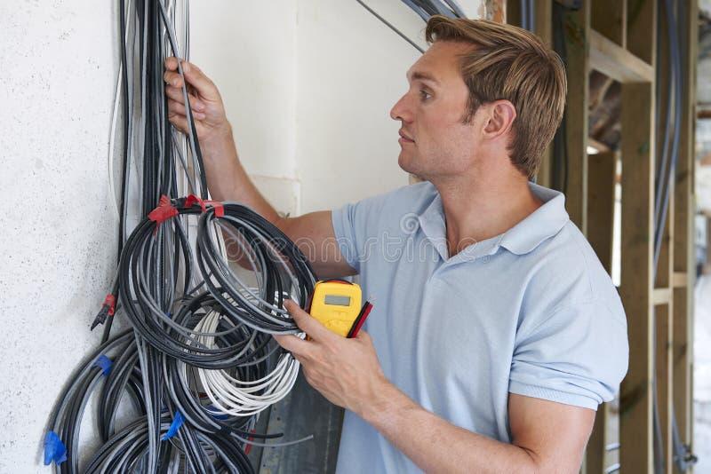 Проводка электрика подходящая на строительной площадке стоковое фото rf