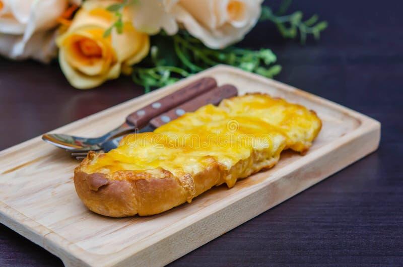 Провозглашанный тост домодельный хлеб чеснока стоковые фото