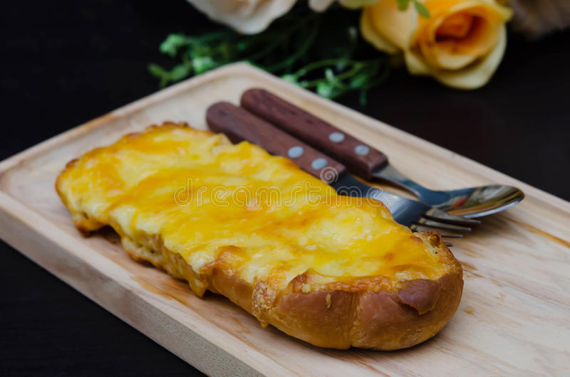 Провозглашанный тост домодельный хлеб чеснока стоковые изображения