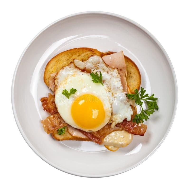 Провозглашанный тост француз прослаивает с яичницами стоковые изображения rf