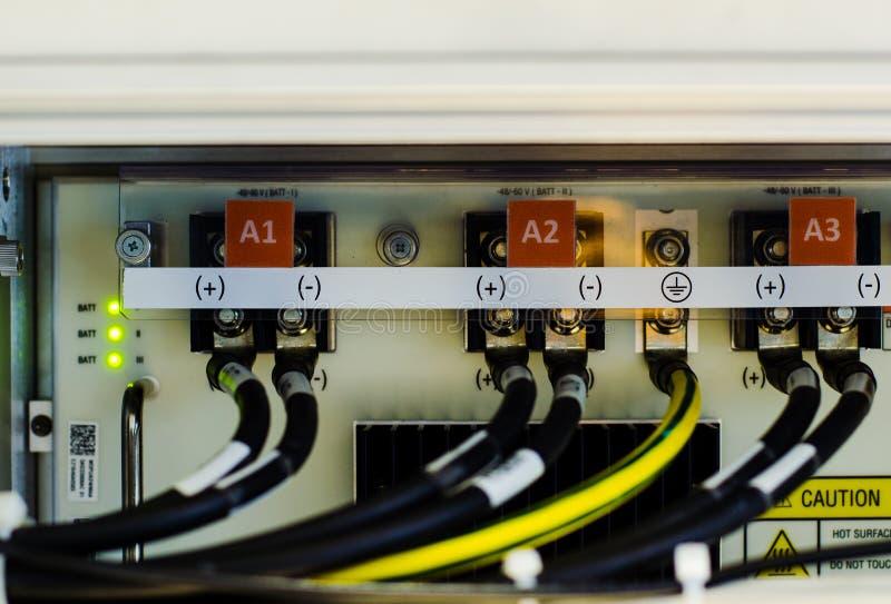 Провод и соединитель пользы DC напряжения тока недостатка 48 в телекоммуникационном оборудовании стоковые изображения rf