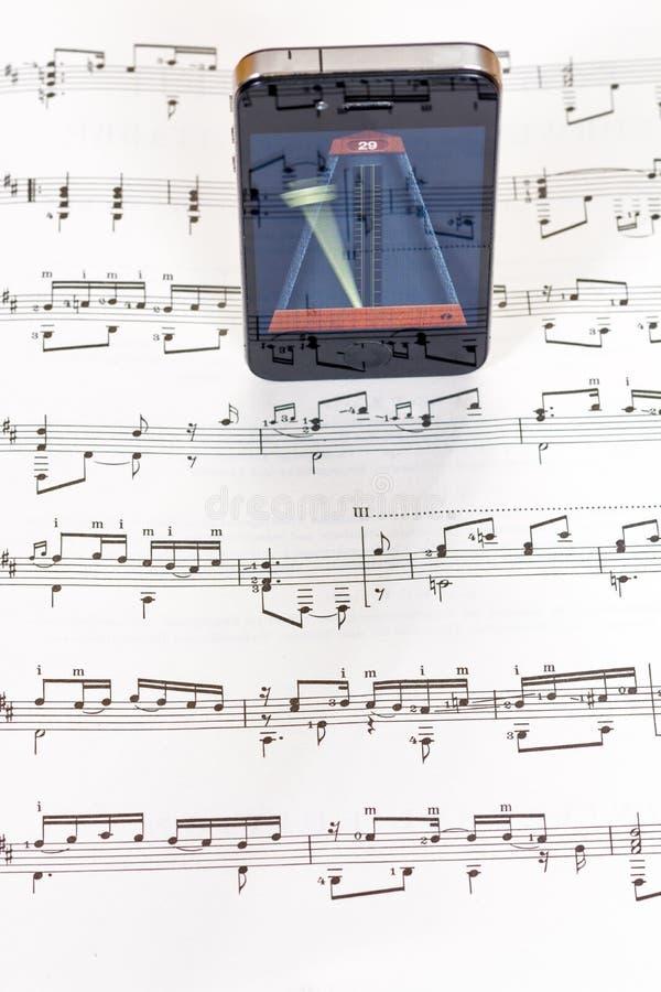 Програмное обеспечение app метронома используемое как инструмент для музыки стоковая фотография rf
