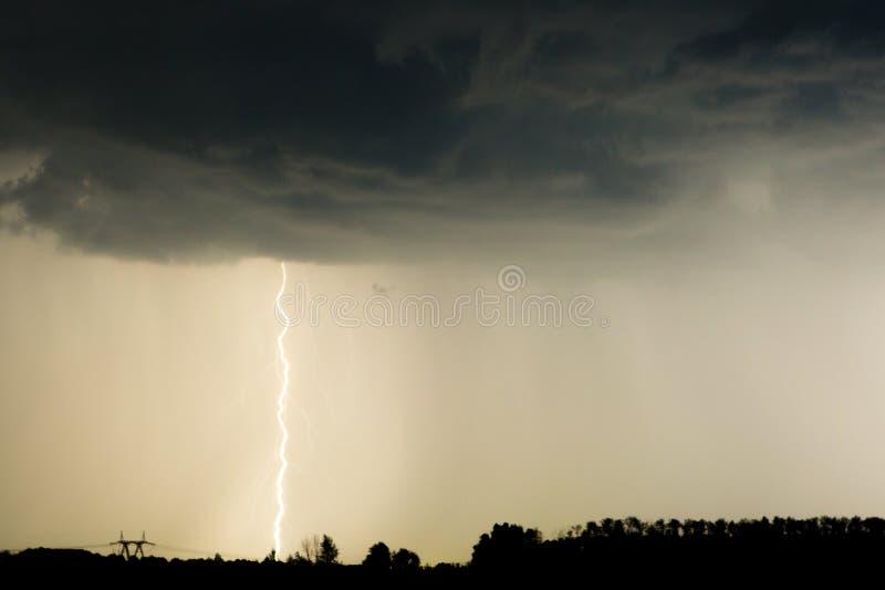 ракетный гром среди темного неба фото риск, конечно