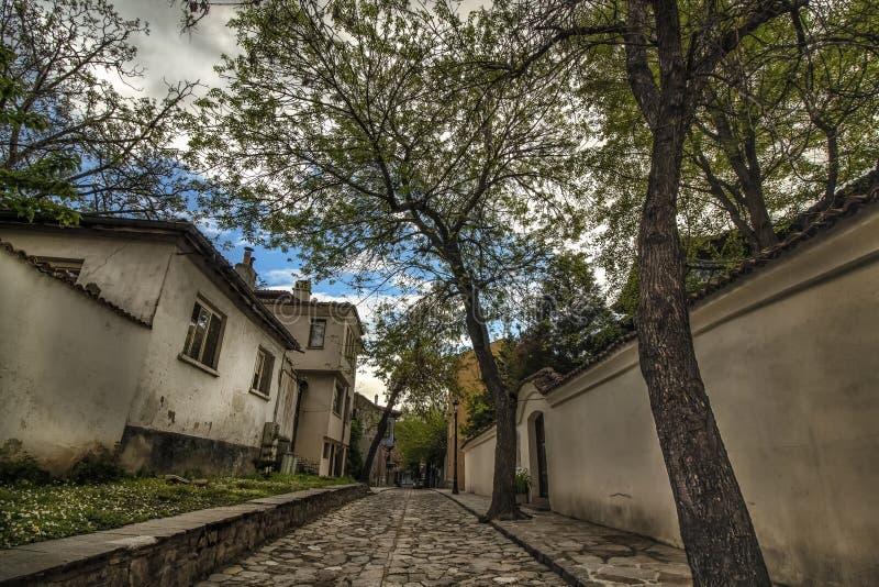 Прогулка вдоль мощенных булыжником улиц старого городка Пловдива, который в 2019 стал столицей культуры в Европе стоковое изображение rf