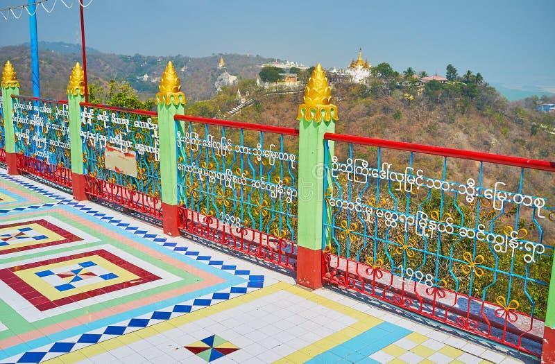 Прогулка вдоль террасы скоро голени Paya Oo Ponya, Sagaing стоковое изображение rf