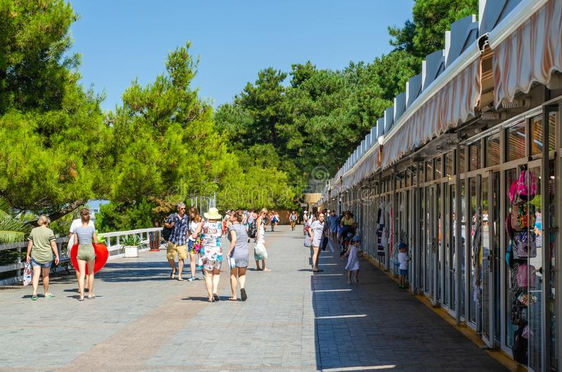 Прогулка в приморском городе стоковое изображение