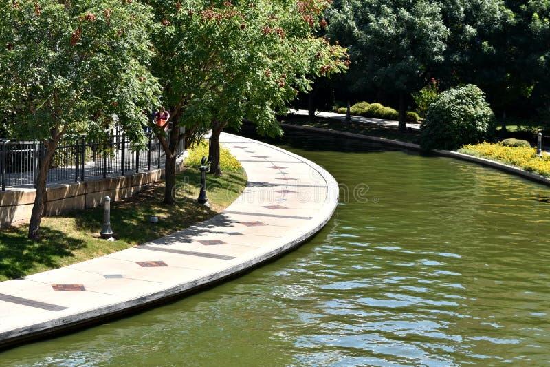 Прогулка и канал реки в Bricktown, Оклахомаа-Сити стоковые фотографии rf