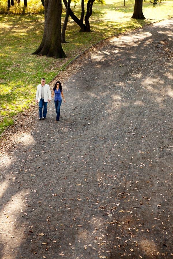 прогулка парка пар стоковое фото