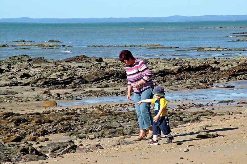 прогулка пляжа