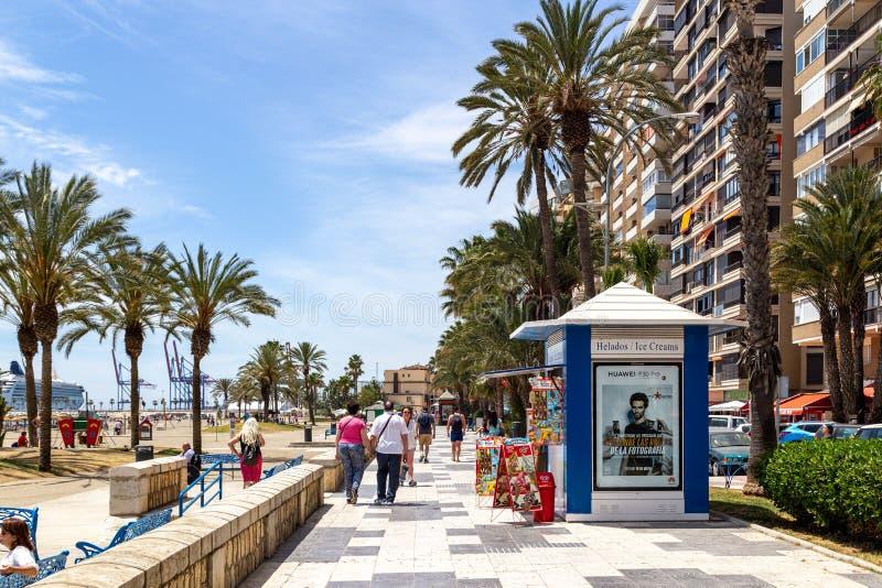 Прогулка пляжа Malagueta в Малага, Испании стоковые фотографии rf