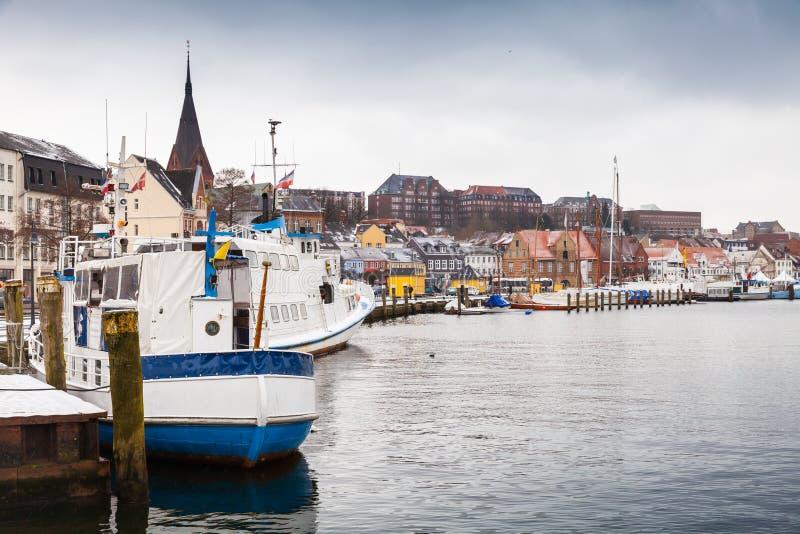 Прогулочные катера причаленные в порте зимы стоковое изображение rf