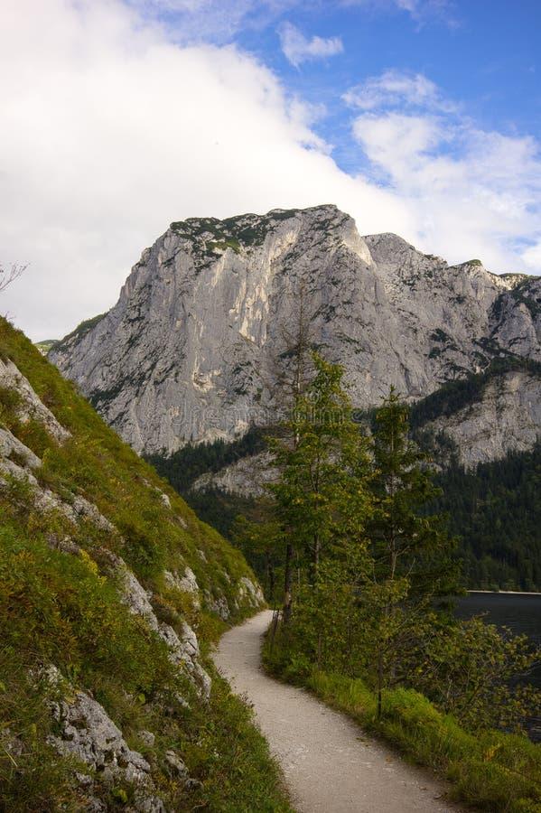 Прогулка вдоль озера Altaussee, Австрии стоковое фото rf