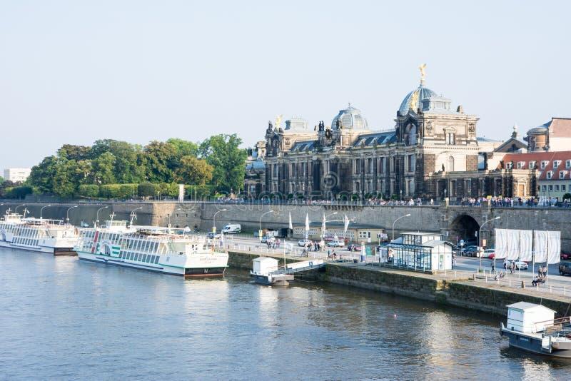 Прогулка Дрездена Эльбы стоковая фотография