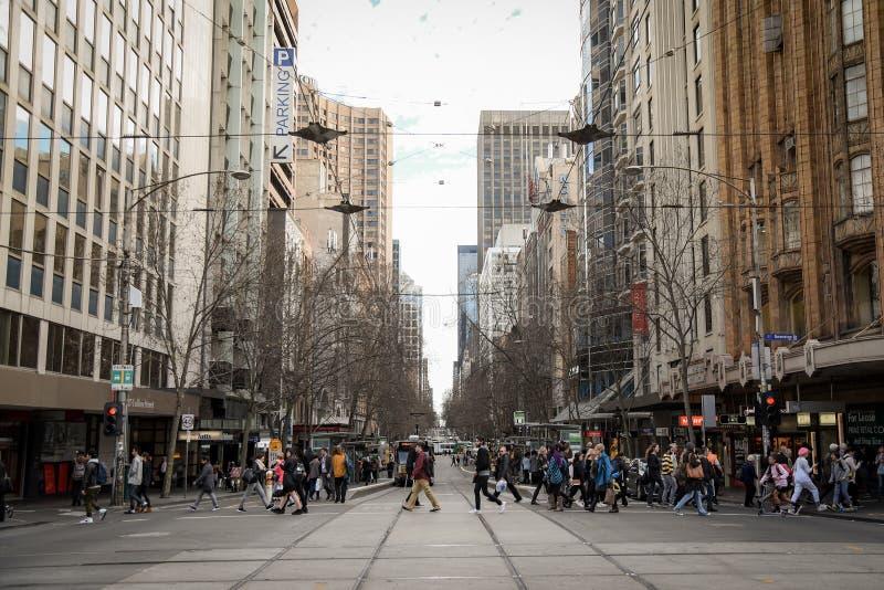 Прогулка людей в городе Мельбурна, Австралии стоковая фотография rf