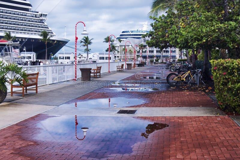 Download Прогулка Key West стоковое изображение. изображение насчитывающей назначение - 41655379