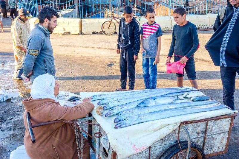 Продавать рыб в порте Essaouira стоковое фото