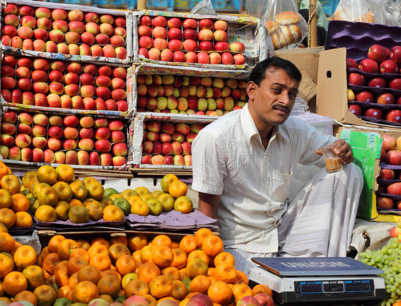 Продавец плодоовощ стоковое фото