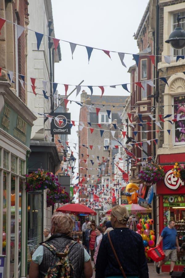 Продавцы на узком переулке с застежкой стоковое изображение rf