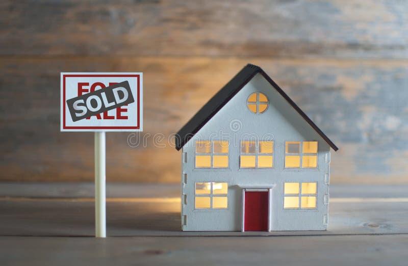 проданная дом стоковые фото