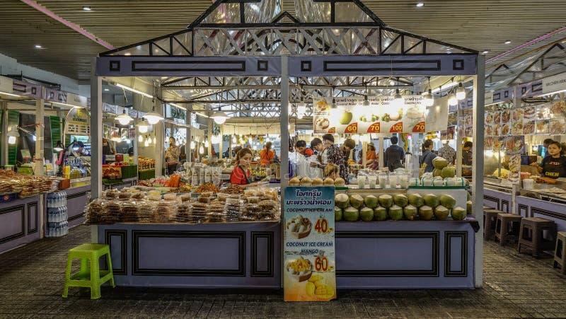 Продовольственный рынок в Бангкоке, Таиланде стоковое фото
