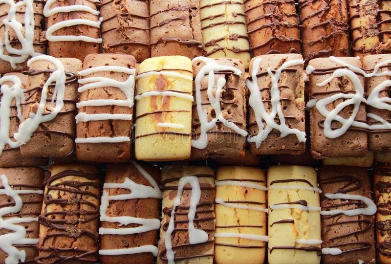 Продтовар печенья свежей хлебопекарни сладостный показанный в магазине стоковые фото
