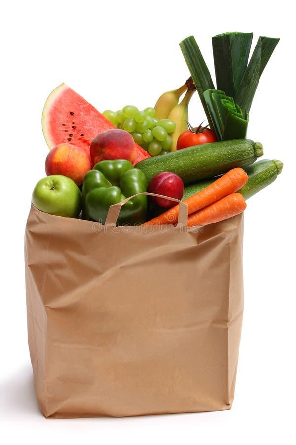 Продуктовая сумка вполне здоровых фруктов и овощей стоковое фото rf