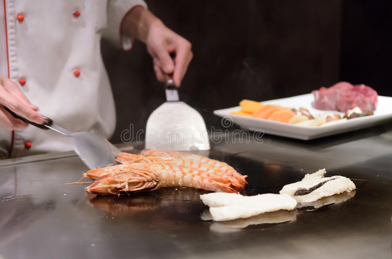 Продукты моря японской кухни Teppanyaki sauteed стоковое фото rf