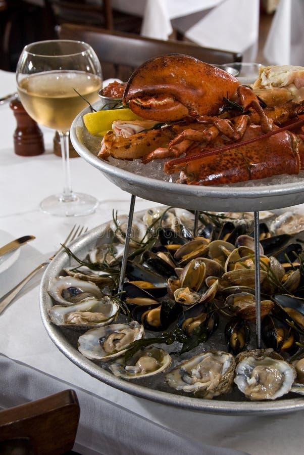 продукты моря 2 диска стоковое фото rf