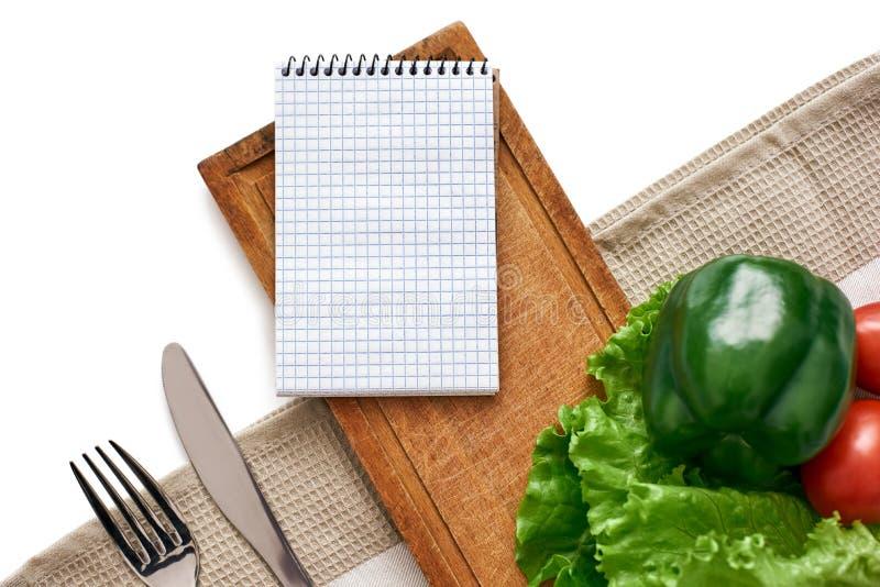 Продукты перечисляют для любимого блюда Свежие овощи на таблице стоковая фотография rf