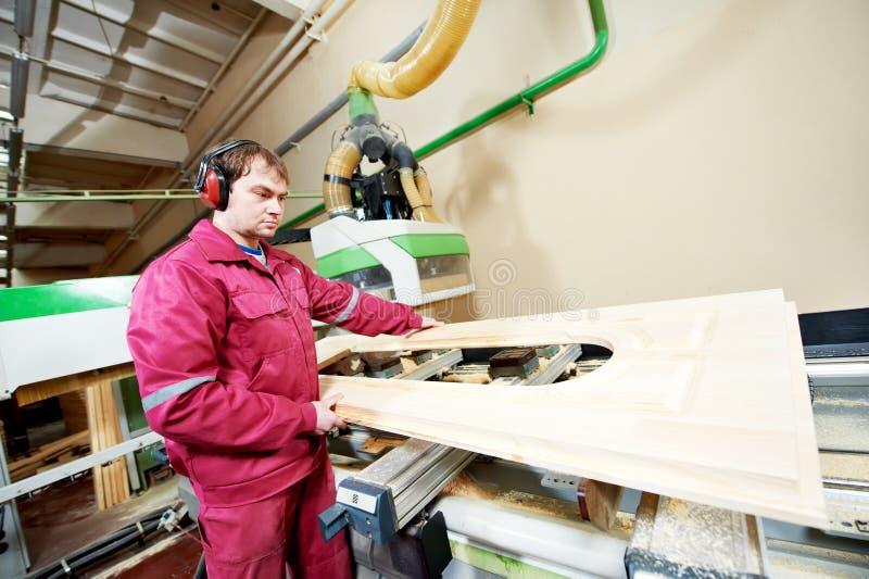 Продукция двери плотничества деревянная стоковая фотография