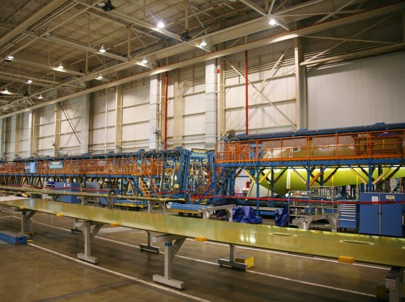 Download продукция фабрики самолета стоковое изображение. изображение насчитывающей промышленно - 1175345