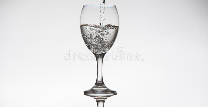 Прозрачное стеклянное заполнение с водой стоковые изображения rf