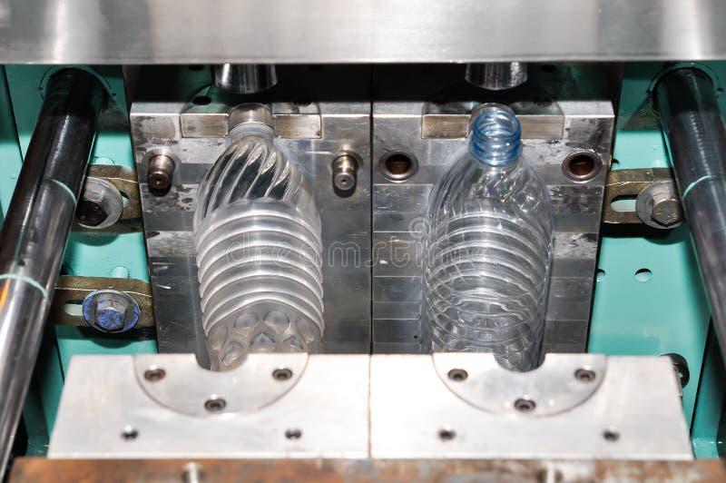 Производственная линия воды питья стоковые изображения rf