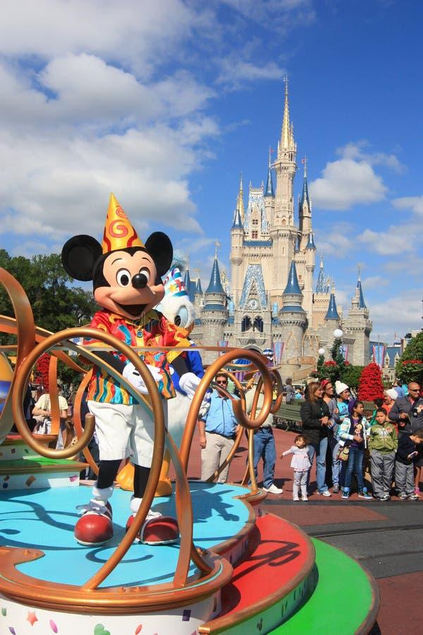 Пройдите парадом в волшебном замке королевства в мире Дисней в Орландо стоковое фото rf