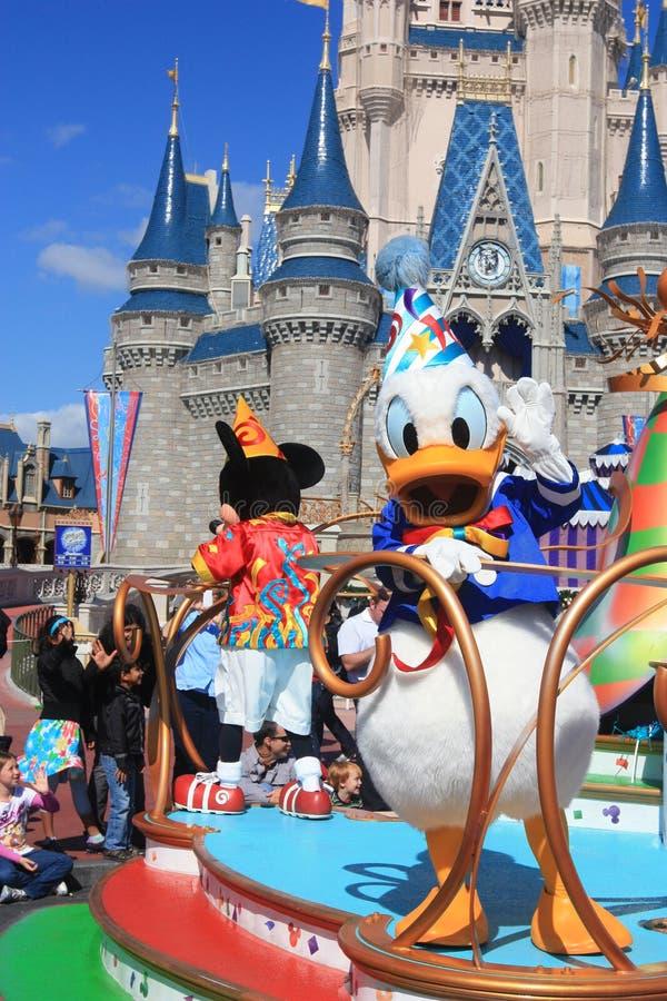 Пройдите парадом в волшебном замке королевства в мире Дисней в Орландо стоковая фотография rf