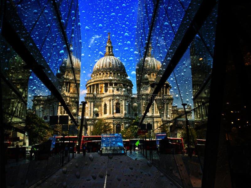 Проливной дождь собора St Pauls стоковое фото