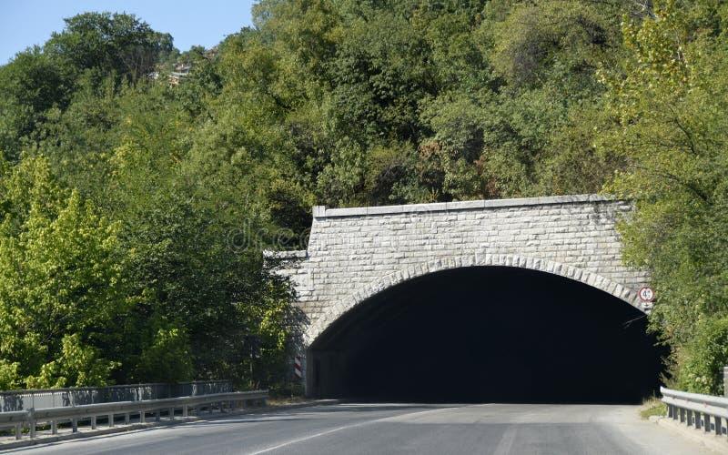 Проложите тоннель холм стоковое фото