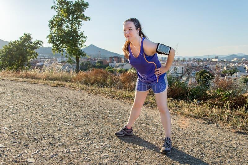 Пролом jogging с музыкой стоковые фото