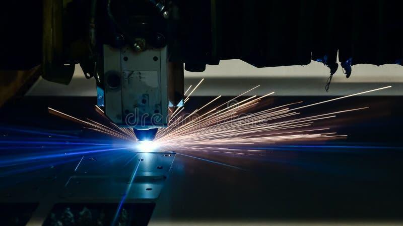 Промышленное вырезывание лазера обрабатывая технологию изготовления материала металлического листа плоского листа стального с иск стоковые изображения