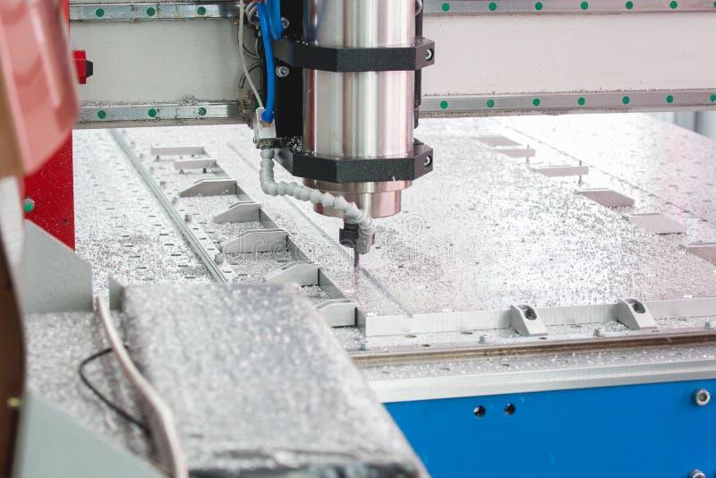Промышленное машинное оборудование на фабрике продукции токарных станок машины CNC стоковое изображение rf